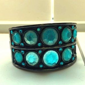 🔴 2 for $20/Vintage metal cuff with blue stones